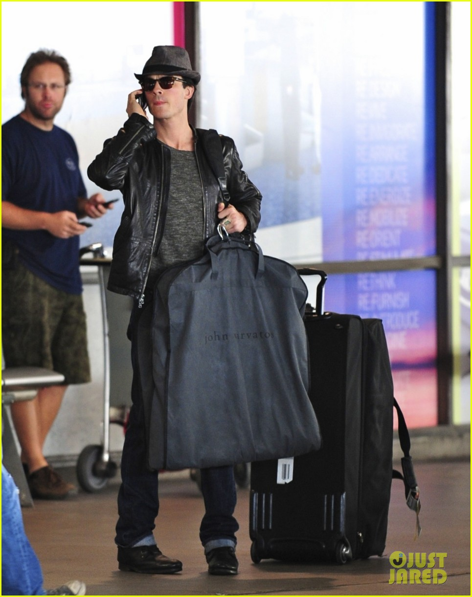 nina dobrev ian somerhalder airport pair 04
