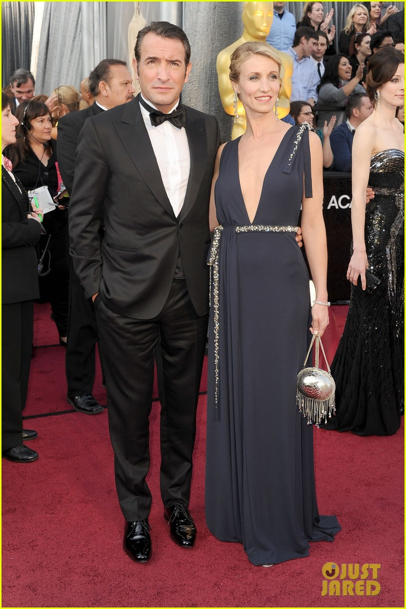 jean dujardin oscars 2012 red carpet 052633494