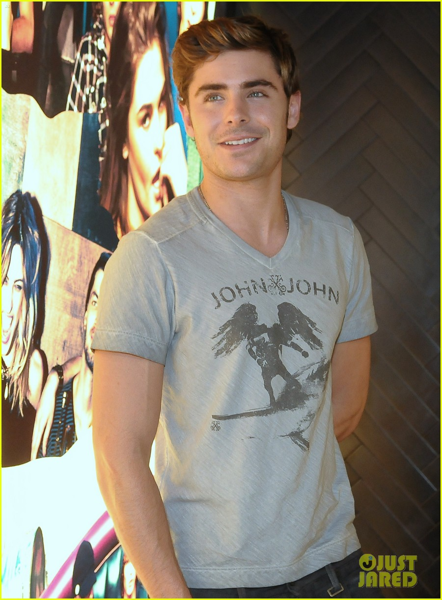 zac efron john john photo call 07