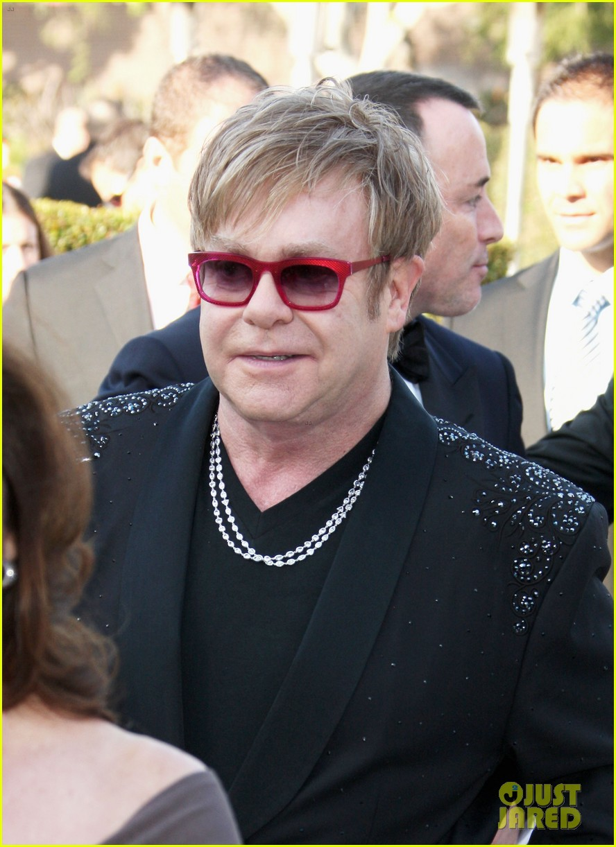 elton john zachary david furnish oscar party 03