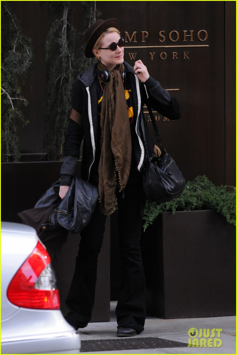evan rachel wood leaving hotel 03