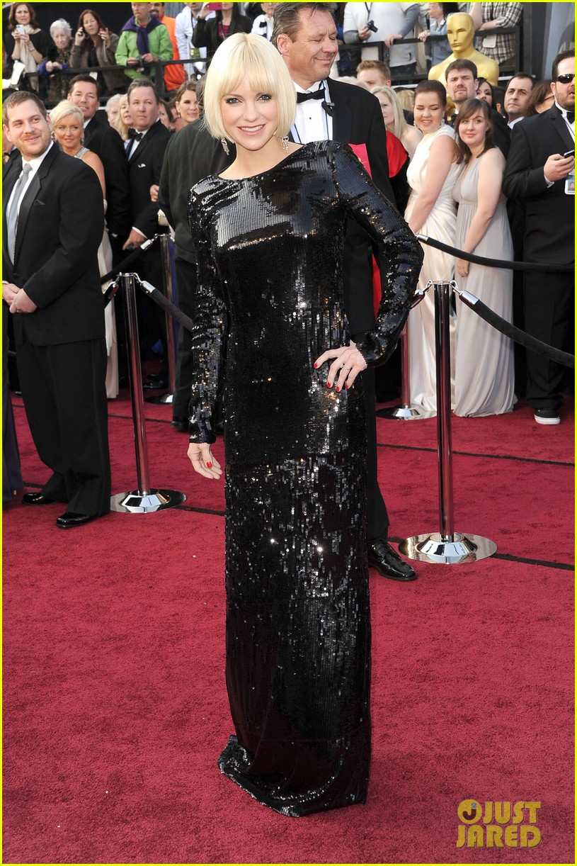 anna faris oscars 2012 red carpet 02