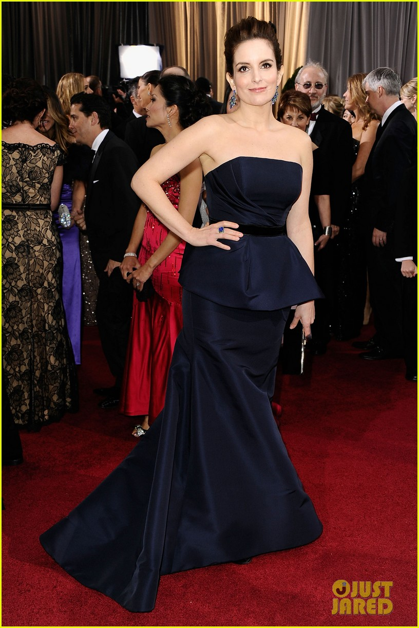 tina fey oscars 2012 red carpet 05