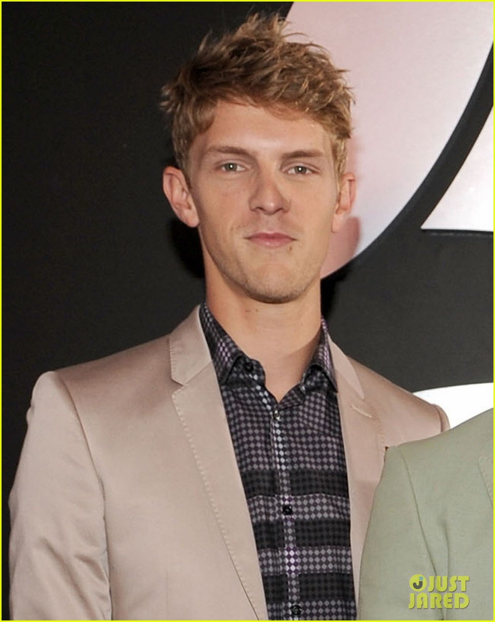 foster the people grammys 2012 red carpet 04