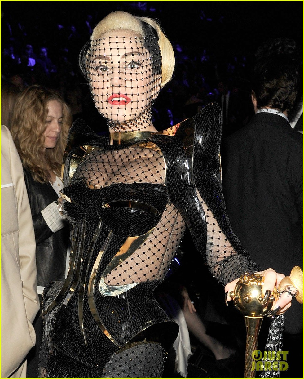 lady gaga grammy awards 2012 fisnet 02