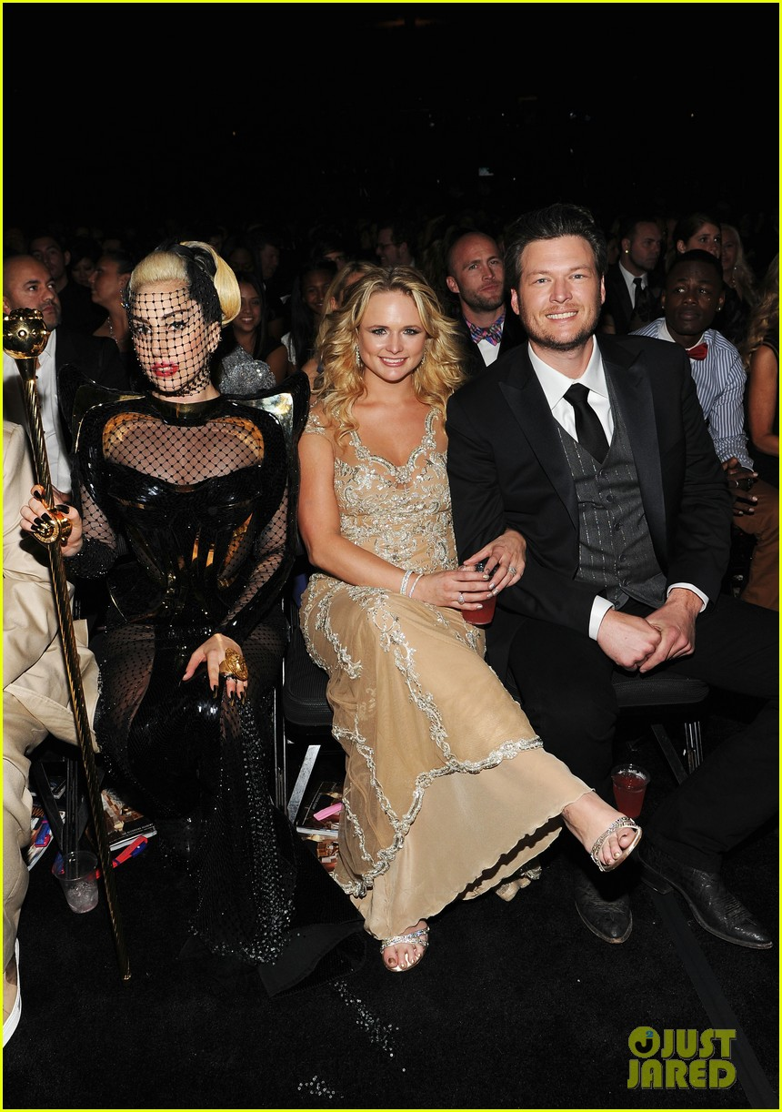 lady gaga grammy awards 2012 fisnet 06
