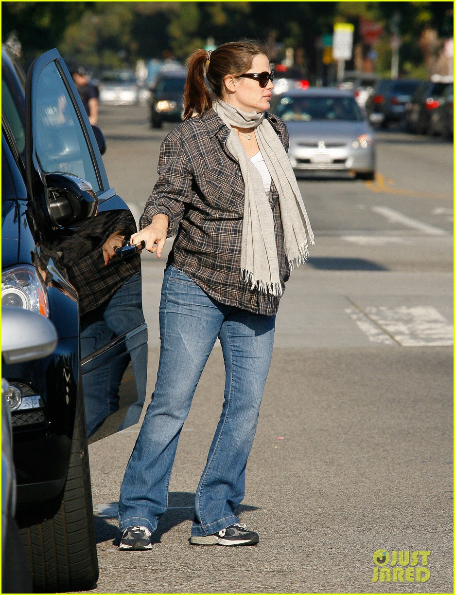 jennifer garner errands 06