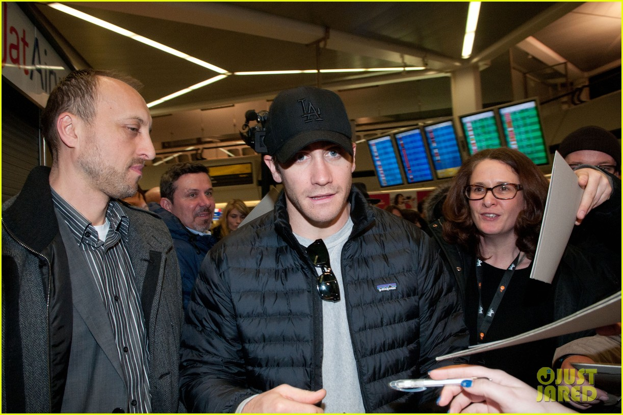 jake gyllenhaal berlin airport 14