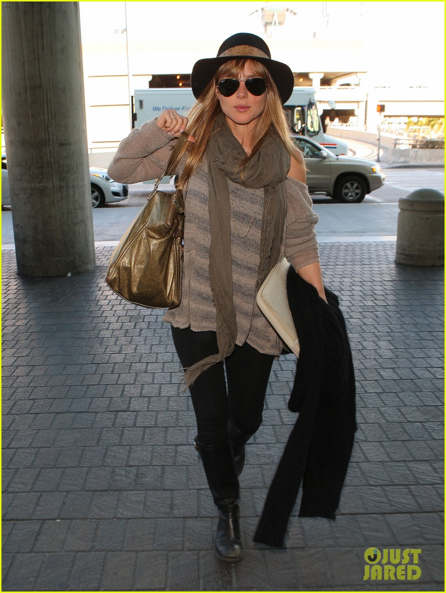 chris hemsworth elsa pataky los angeles to london 01