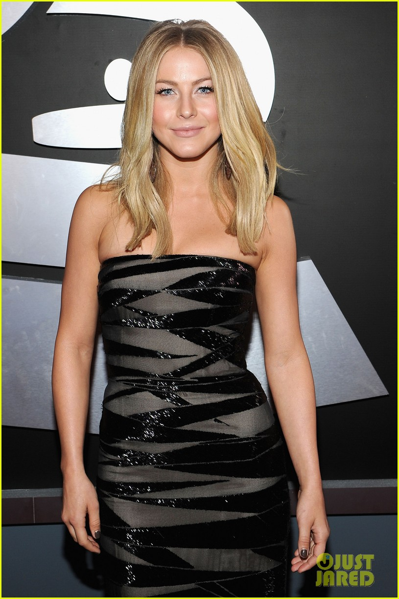 julianne hough 2012 grammy awards 02