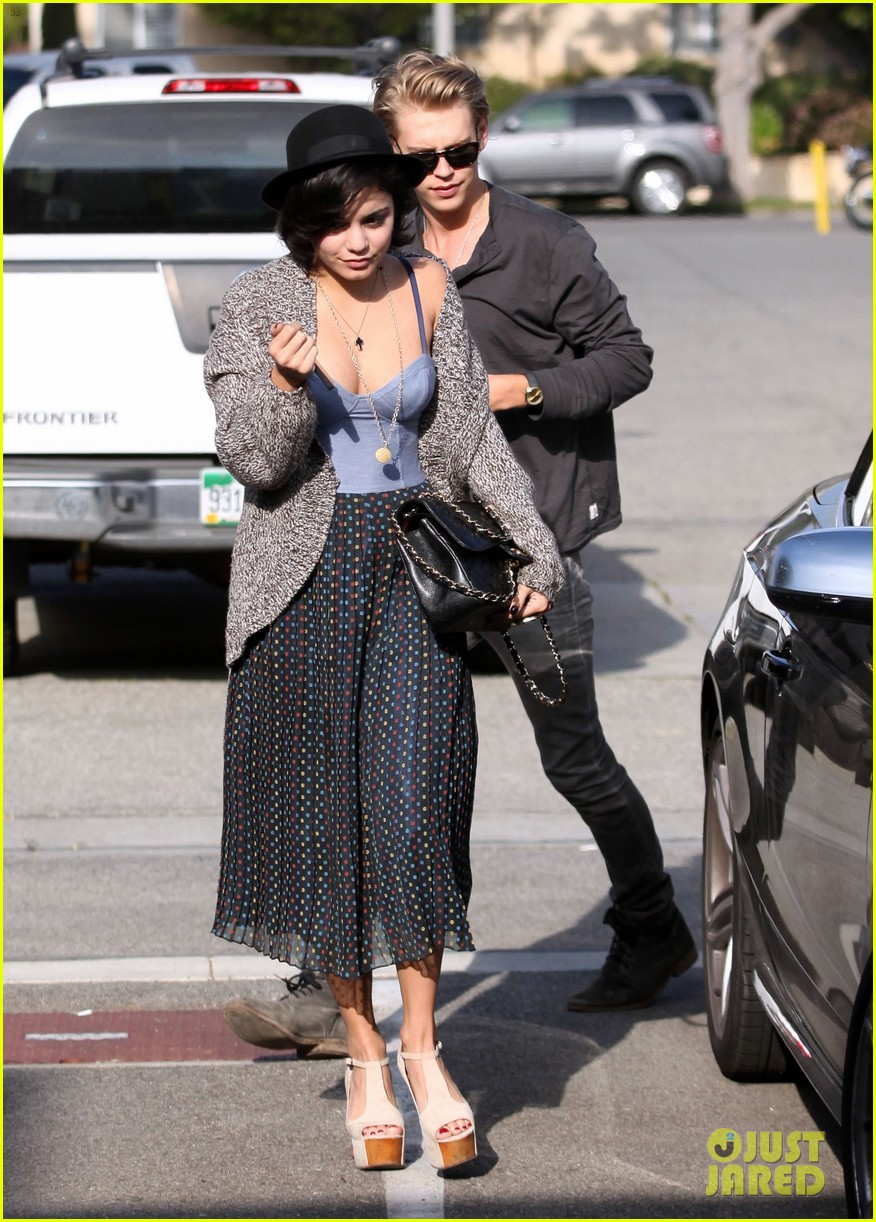 vanessa hudgens loves moulin rouge 01