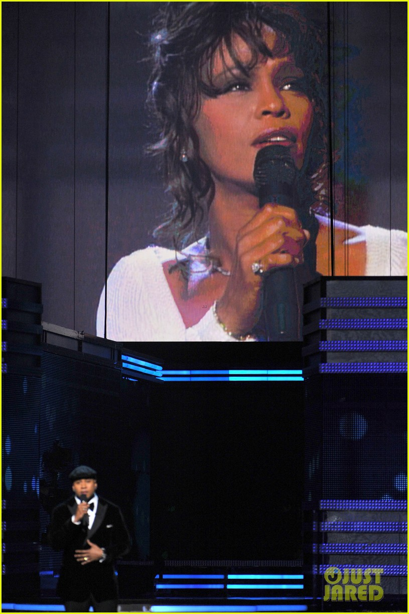 ll cool j prayer for whitney houston at grammys 042628350