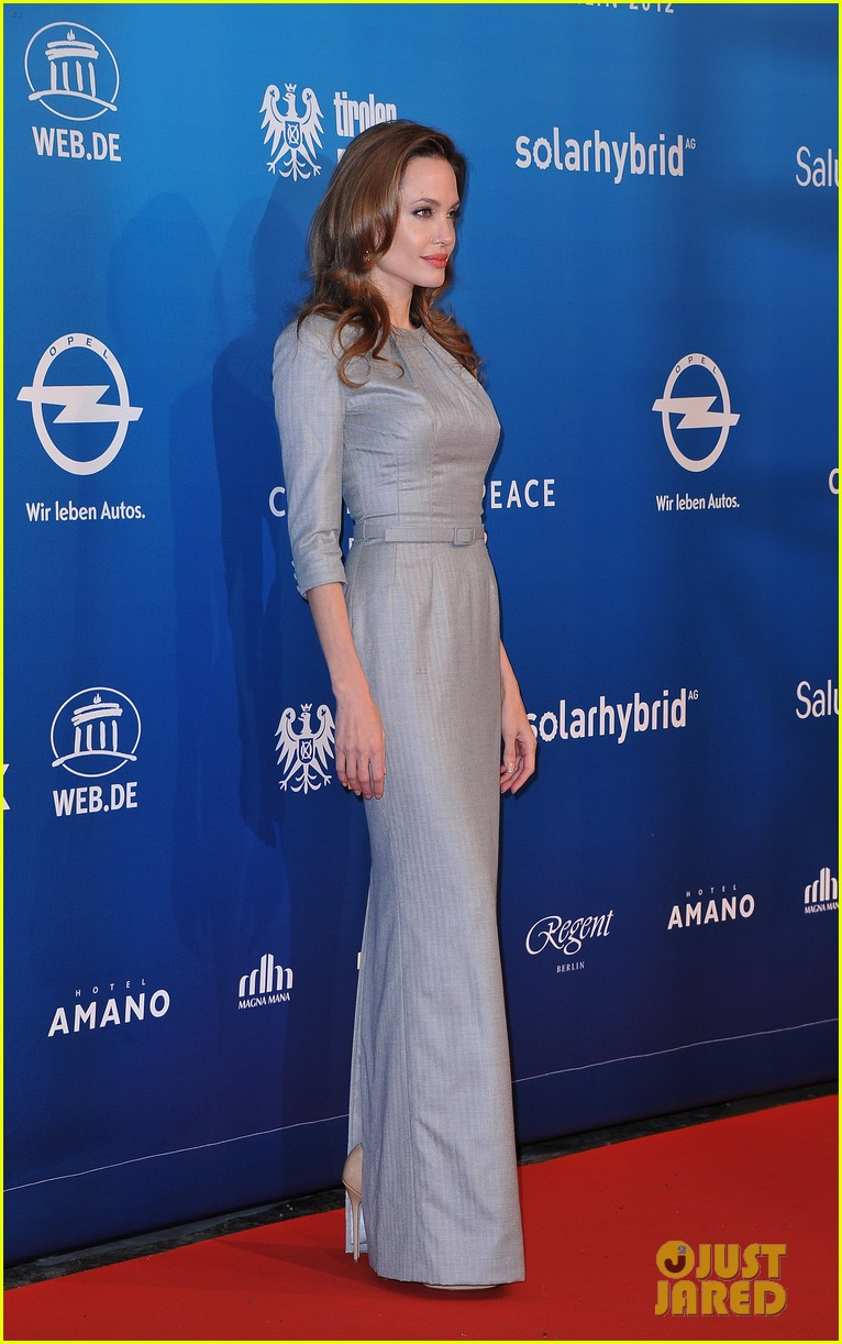 angelina jolie brad pitt cinema for peace gala 03