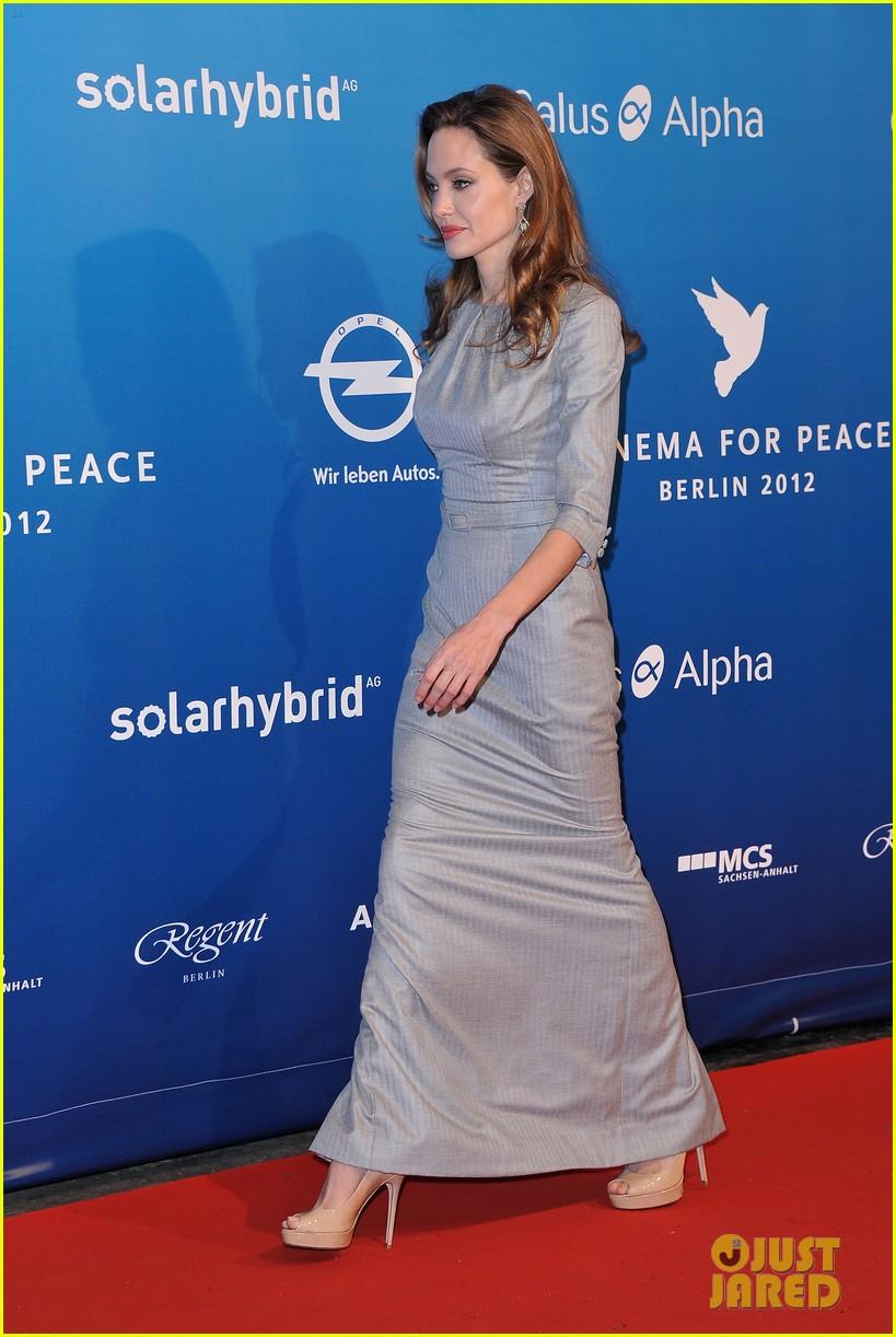 angelina jolie brad pitt cinema for peace gala 05