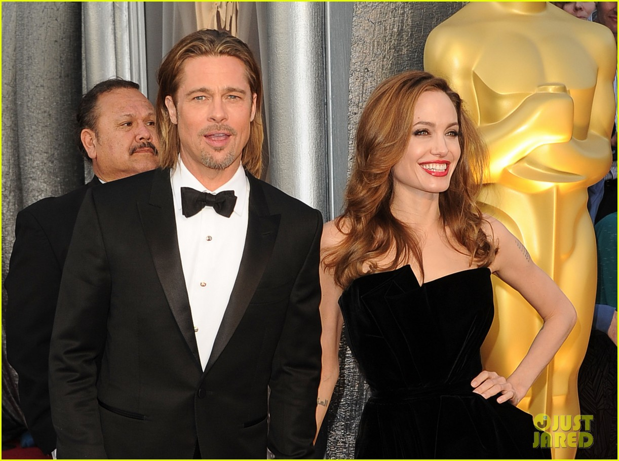 angelina jolie brad pitt oscars 2012 red carpet 01