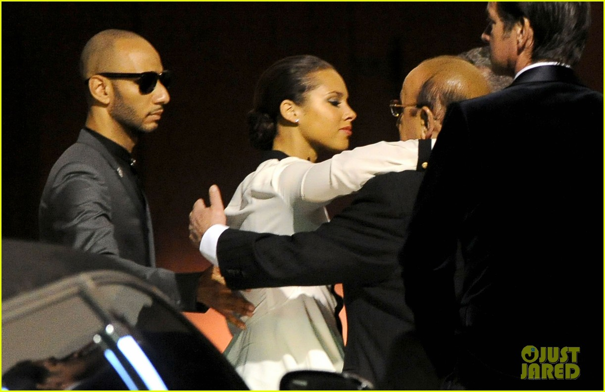 alicia keys consoles kclive davis following whitney houstons death 05