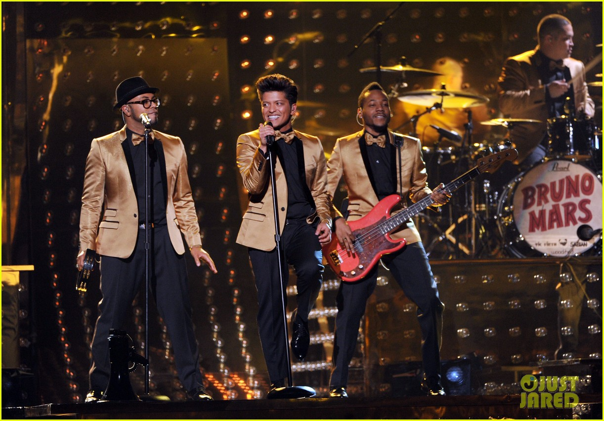 bruno mars grammys performance 2012 01