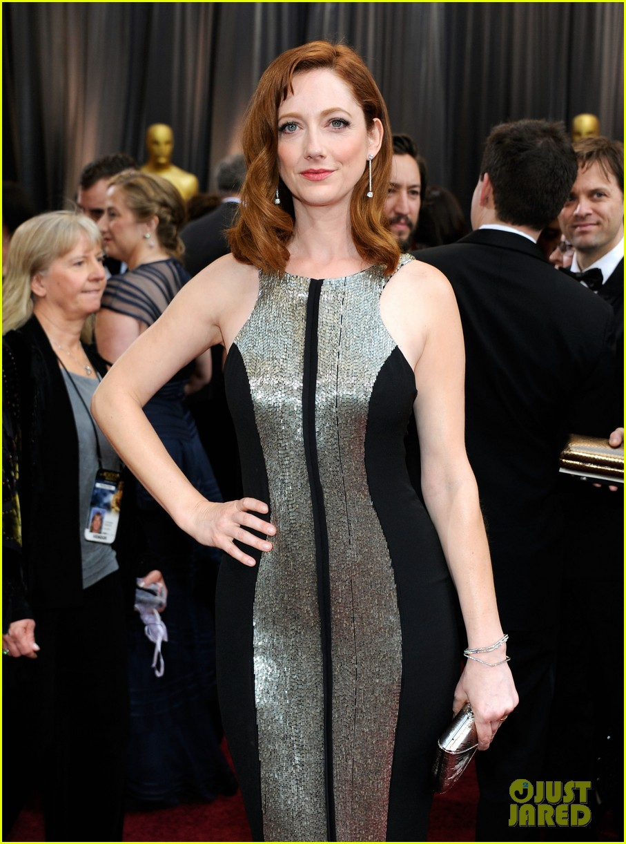 shailene woodley judy greer oscars 2012 red carpet 06