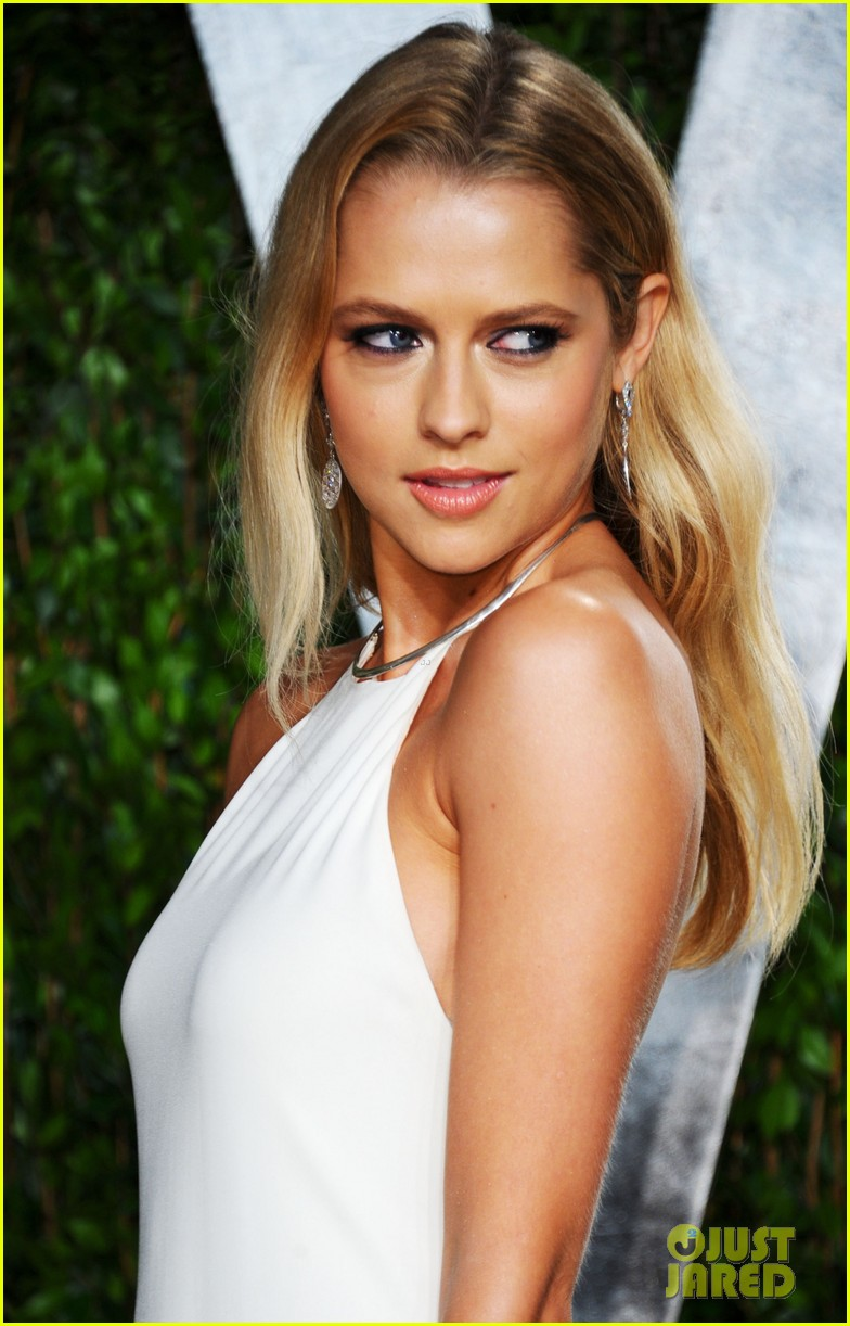 teresa palmer vanity fair oscar party 02