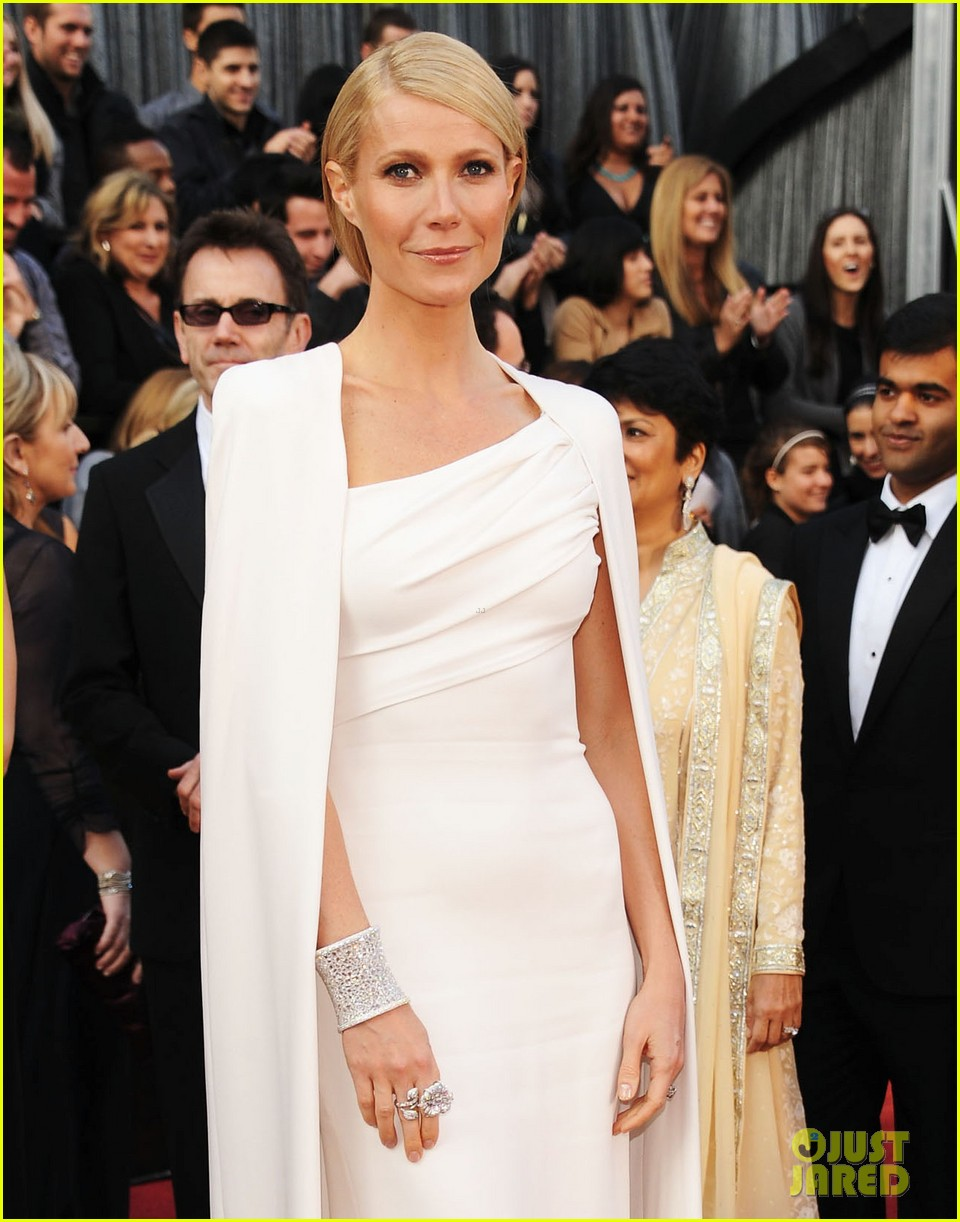 gwyneth paltrow oscars 2012 red carpet 03