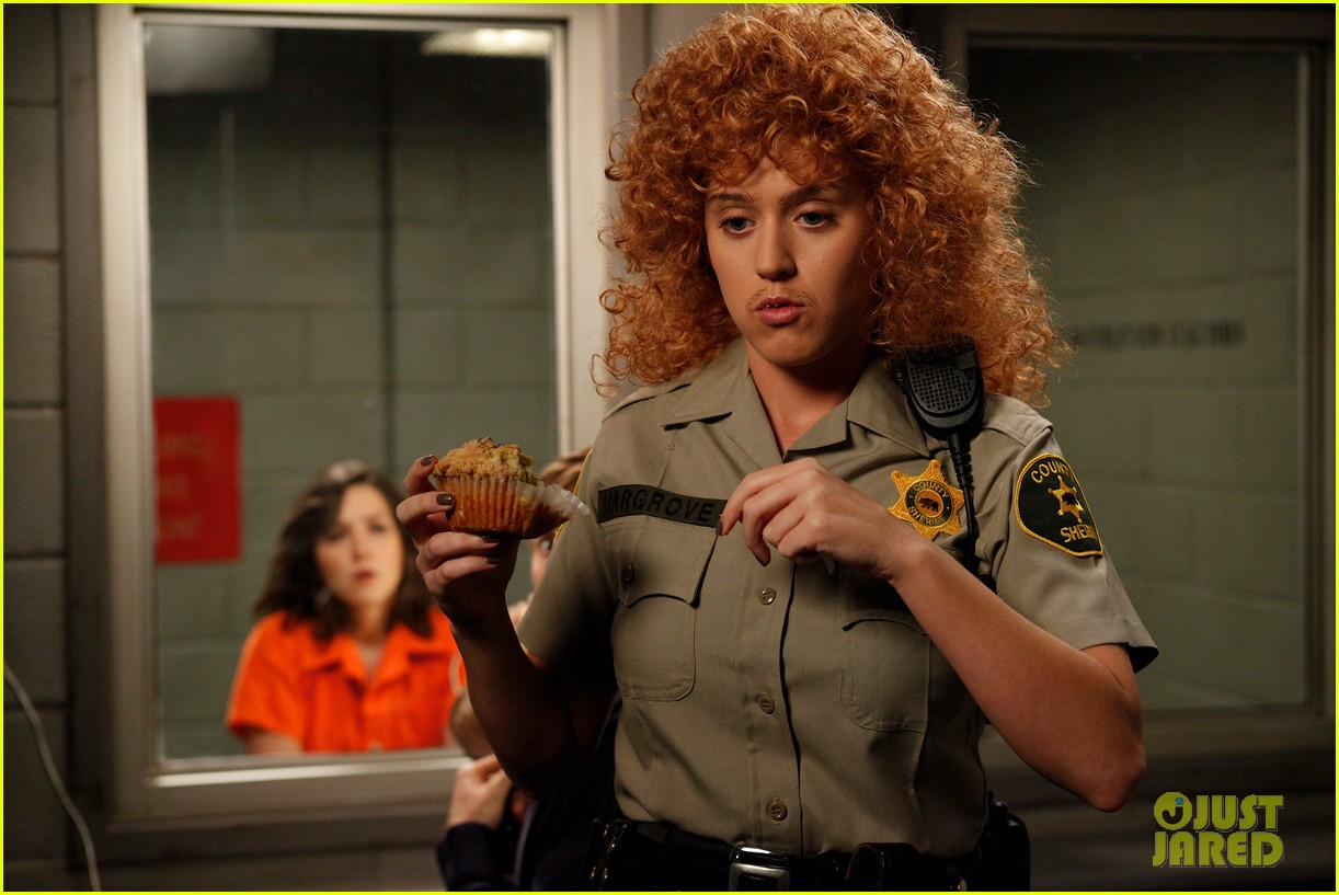 katy perry raising hope stills 05