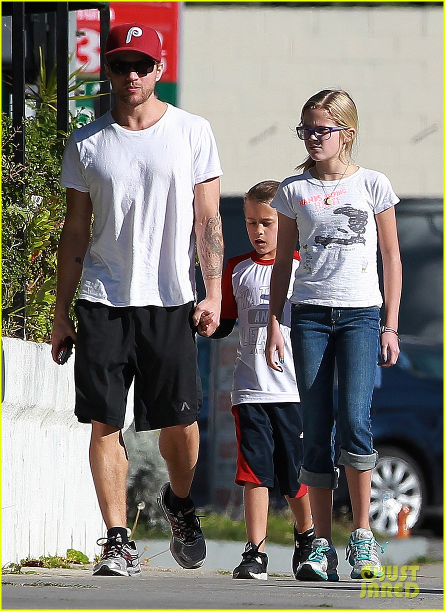 ryan phillippe kids sherman oaks 03