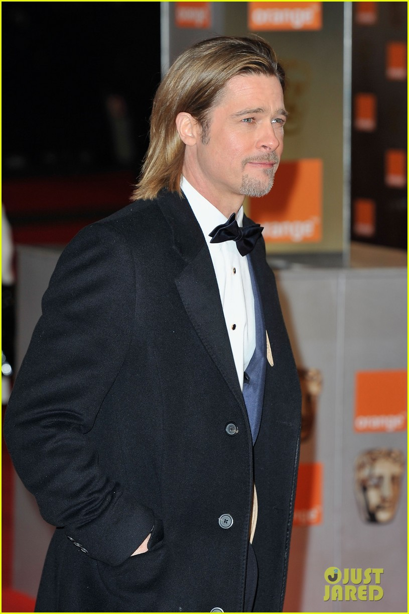 brad pitt 2012 baftas red carpet 02