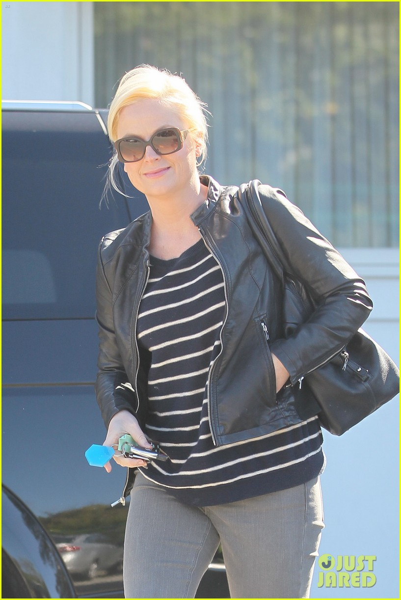 amy poehler leaving salon 03
