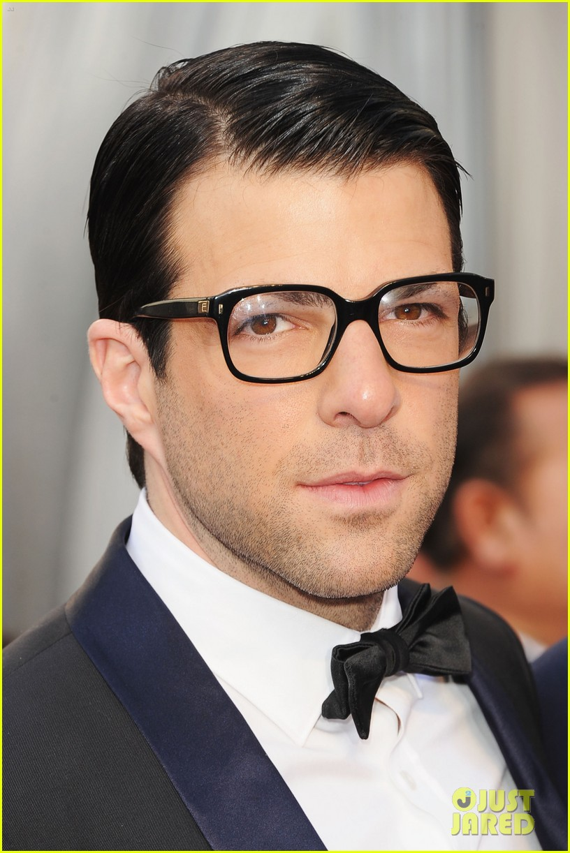 [Image: zachary-quinto-2012-red-carpet-oscars-05.jpg]