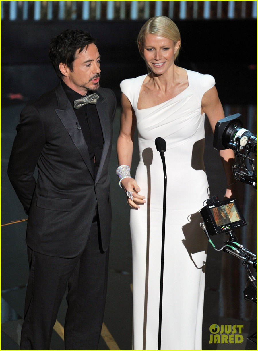 robert downey jr gwyneth paltrow oscars 2012 01