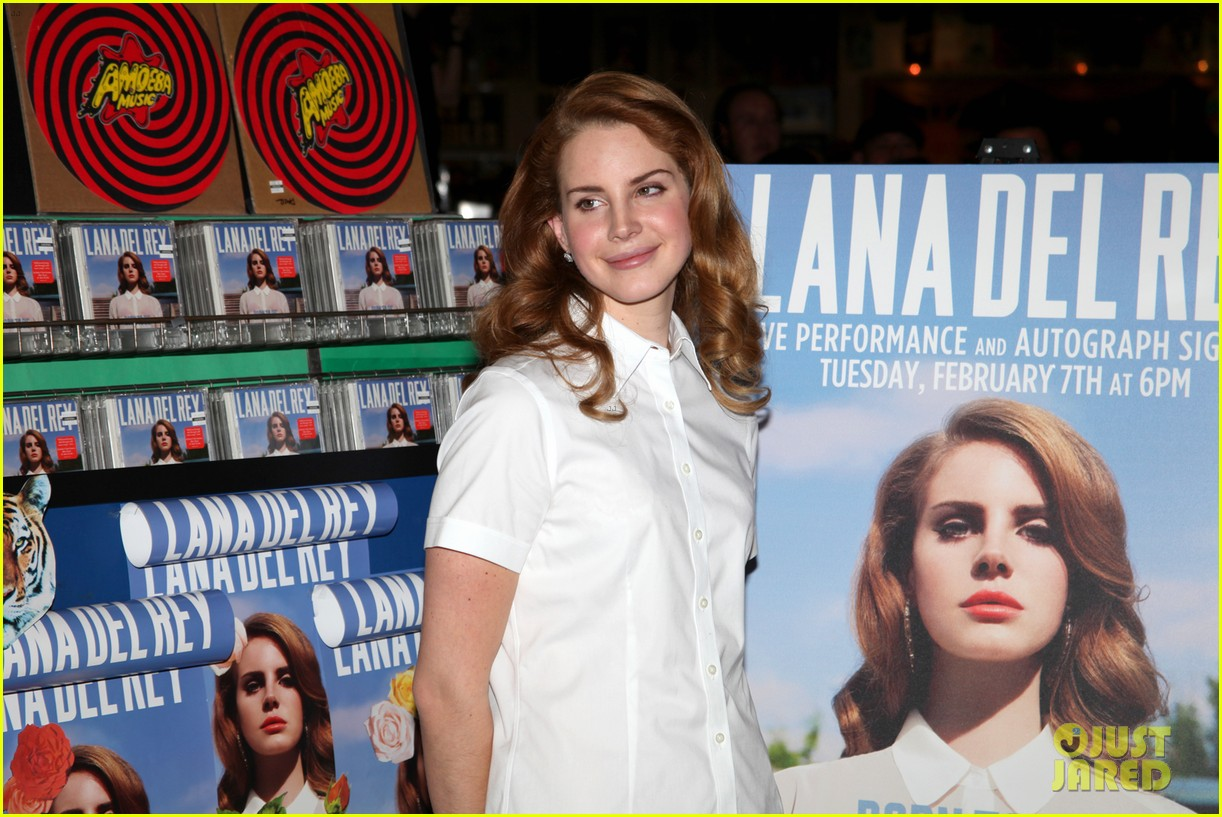 lana del rey amoeba music hollywood signing 01