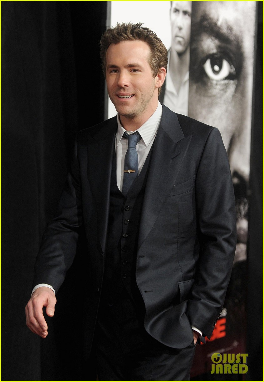 ryan reynolds denzel washington safe house premiere 082626326