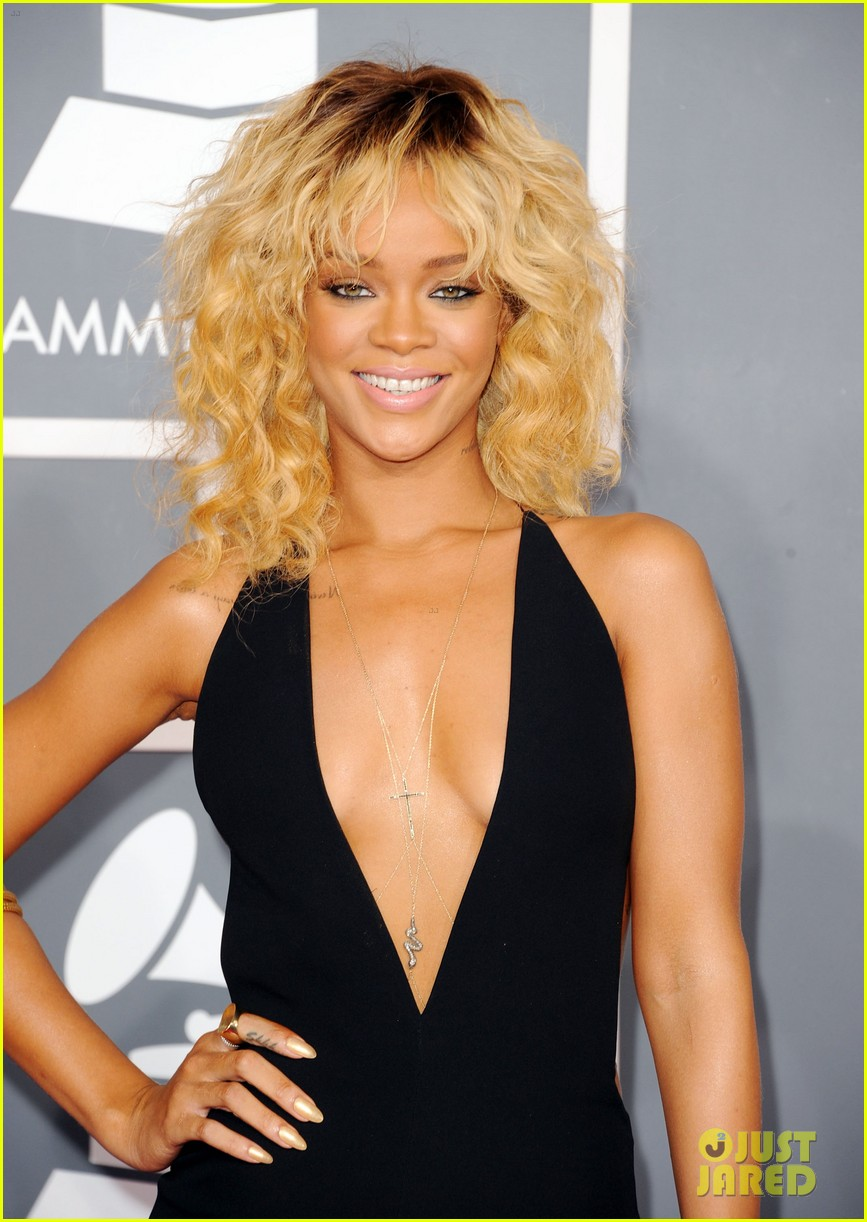 rihanna grammy awards 2012 03