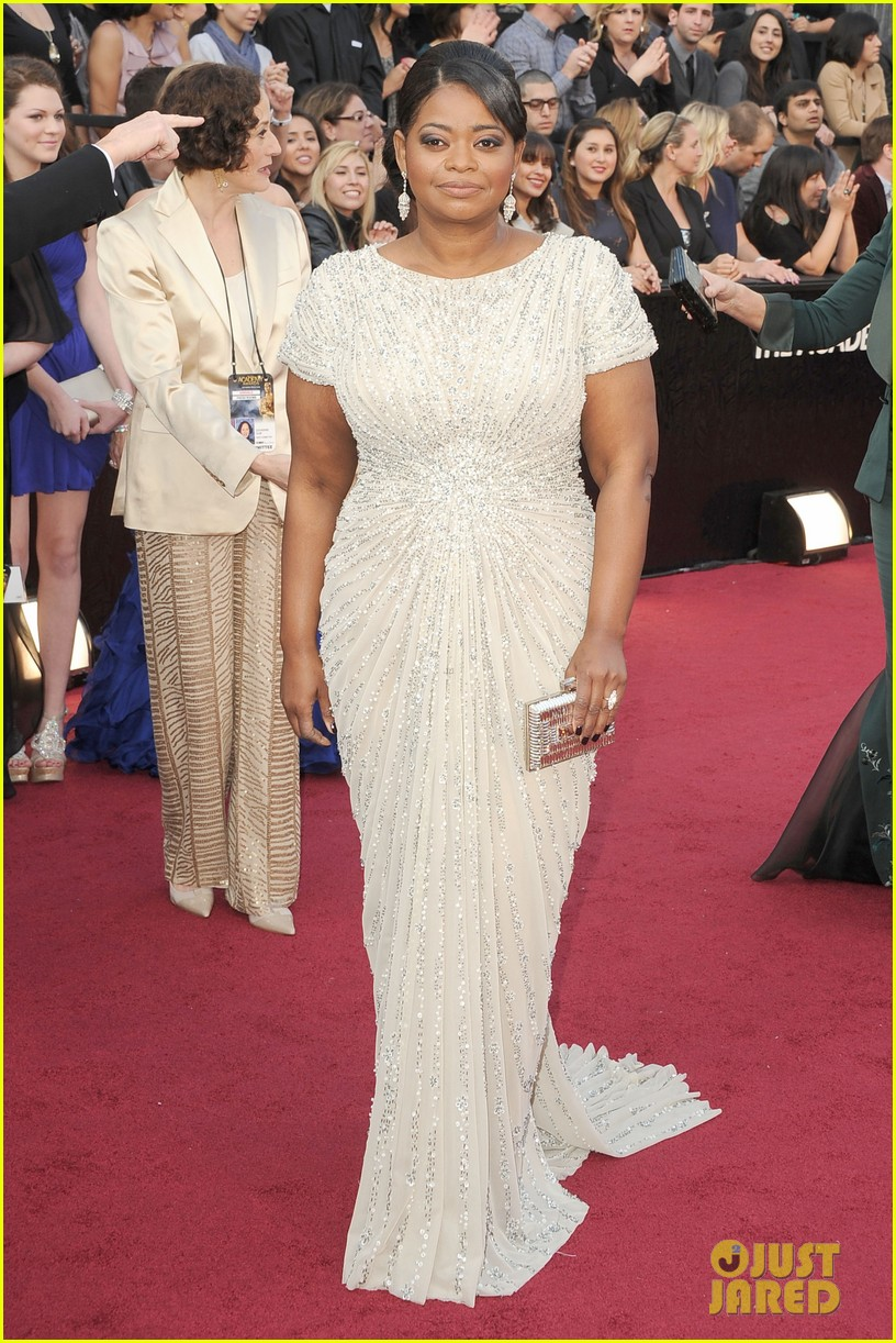 octavia spencer oscars 2012 red carpet 032633497