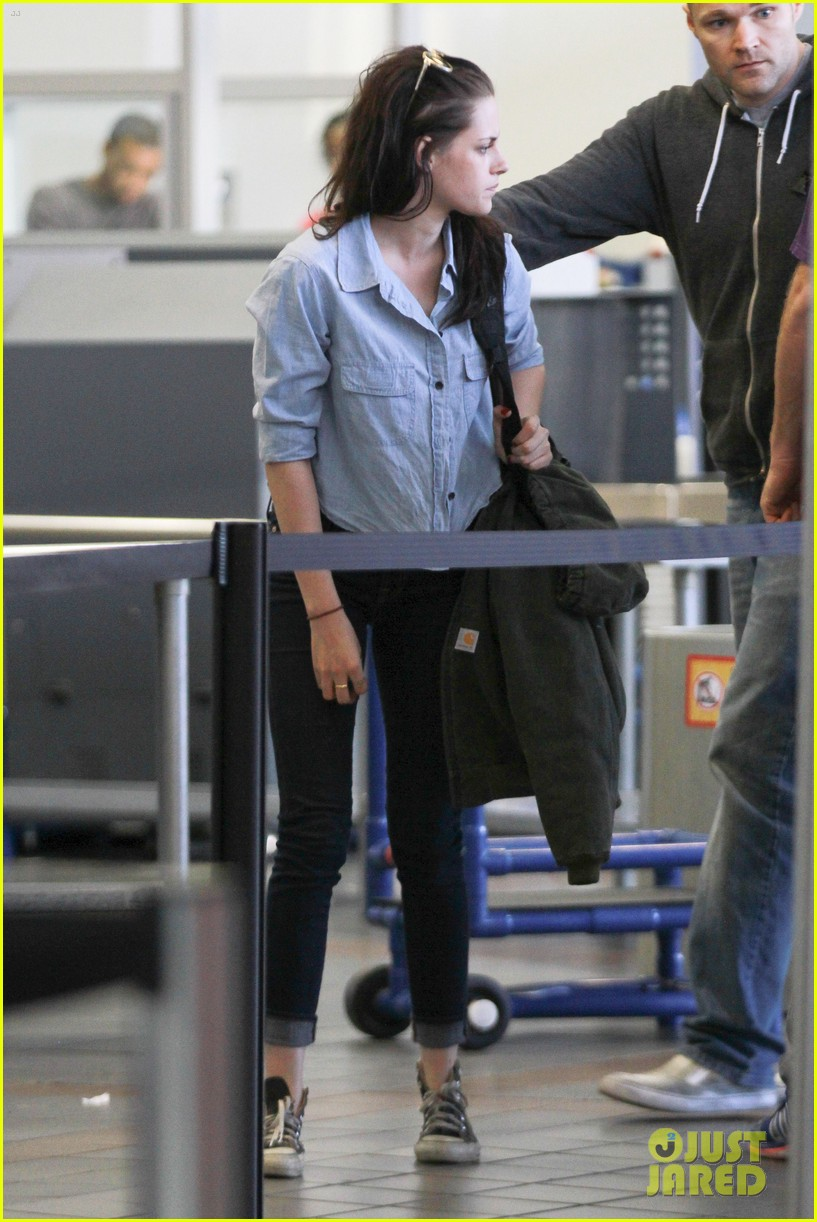 kristen stewart leaving lax 02
