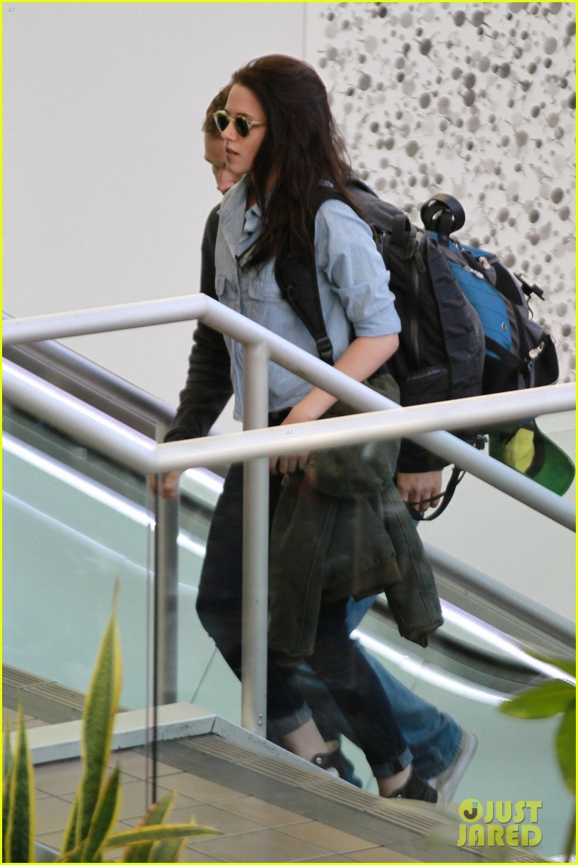 kristen stewart leaving lax 042634494