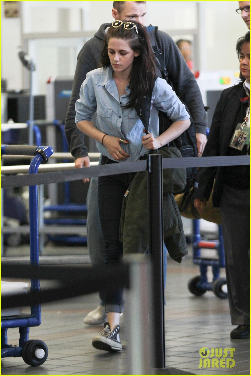 kristen stewart leaving lax 07