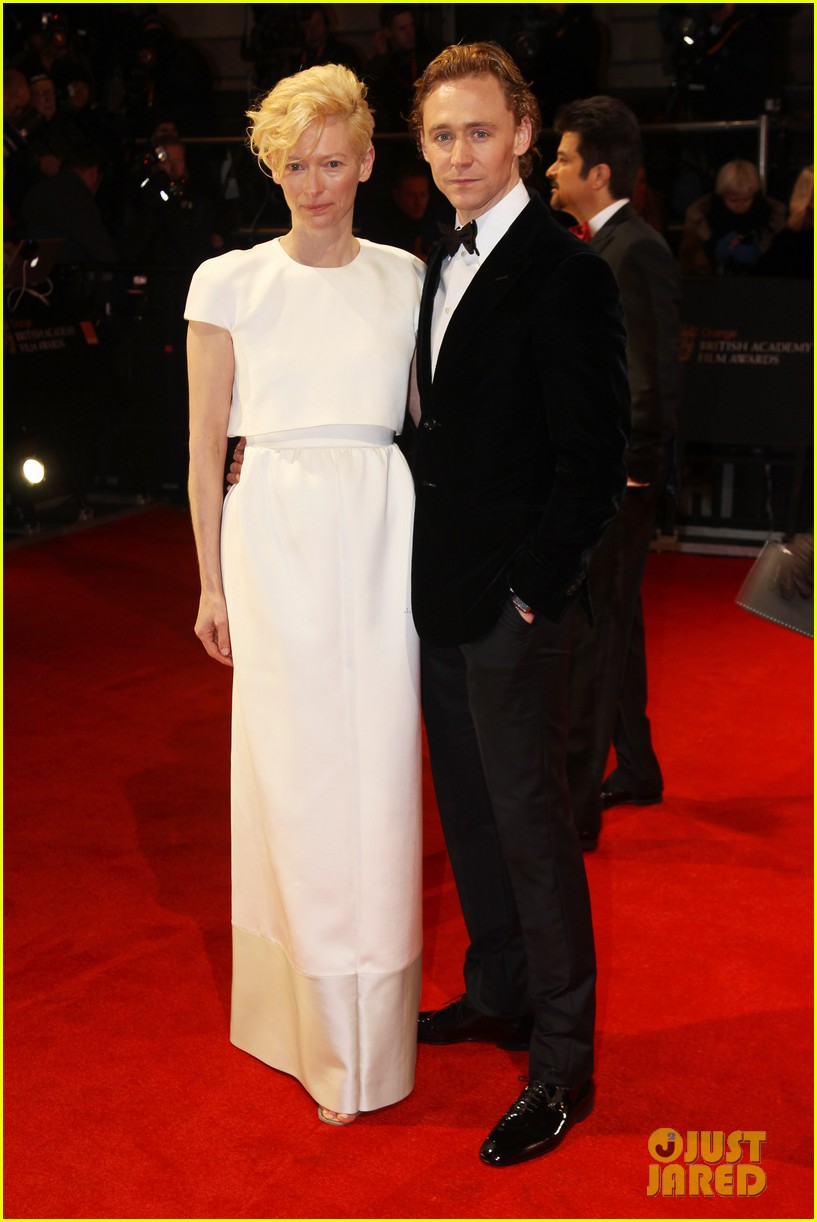 tom hiddleston tilda swinton 2012 baftas red carpet 03
