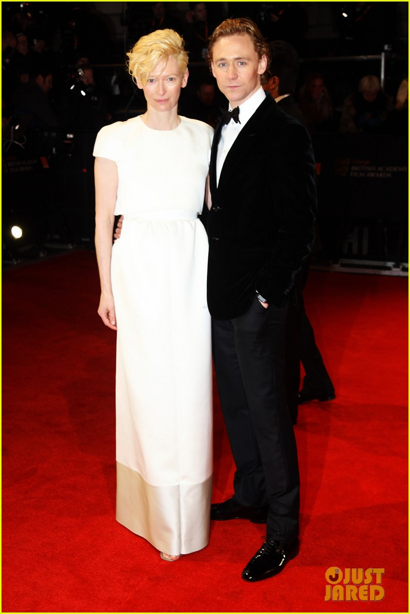 tom hiddleston tilda swinton 2012 baftas red carpet 13