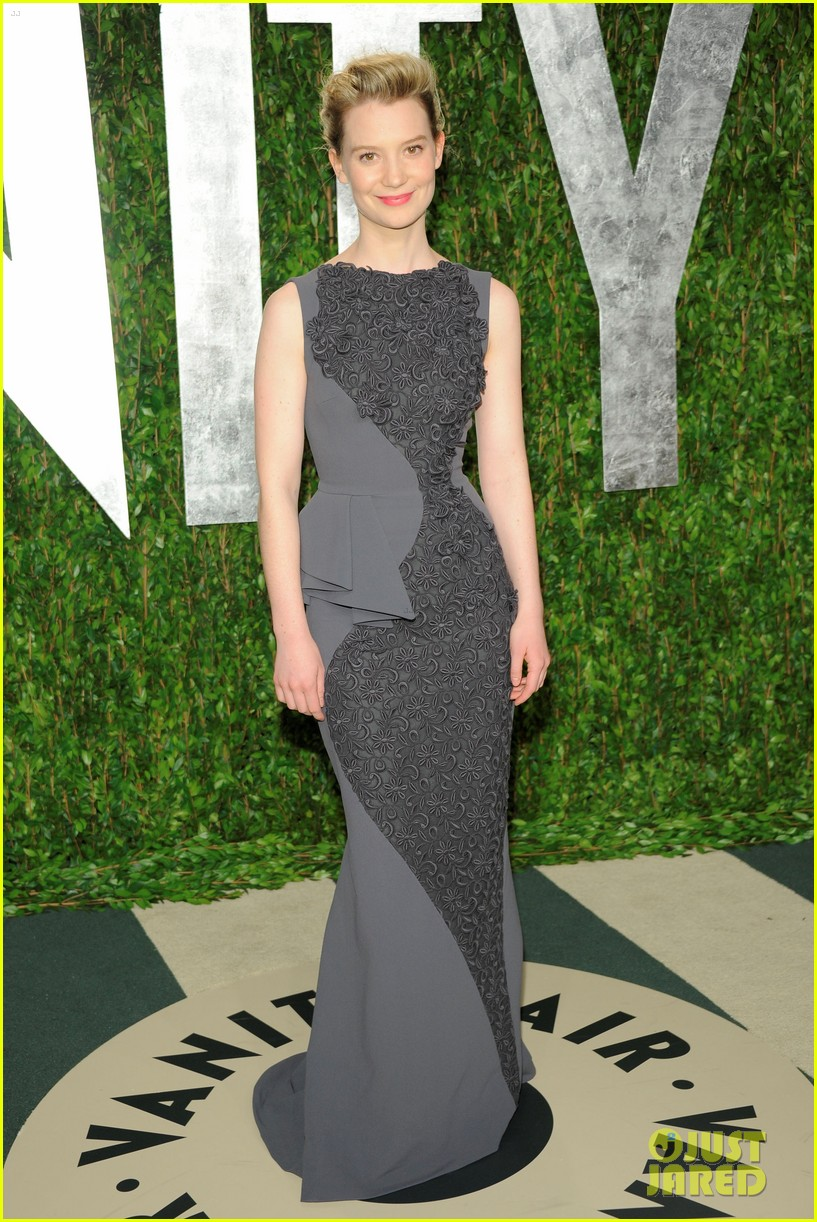 mia wasikowska vanity fair oscar party dakota johnson 01