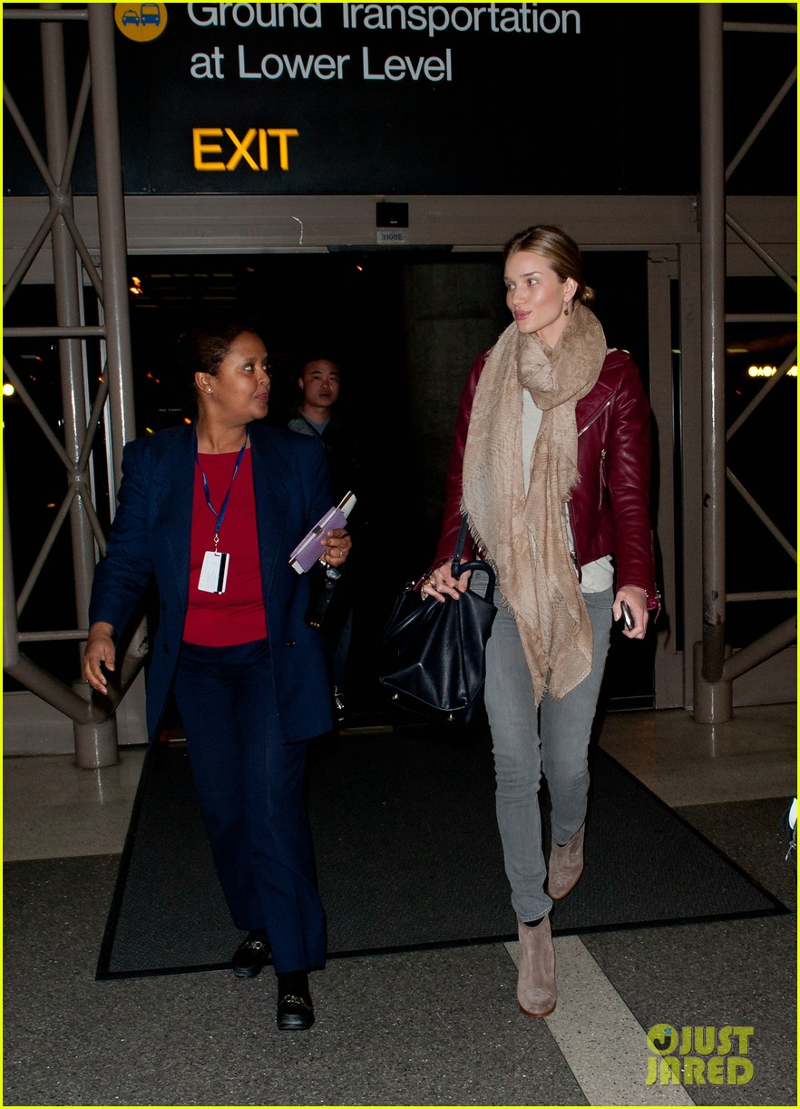 rosie huntington whiteley airport 01