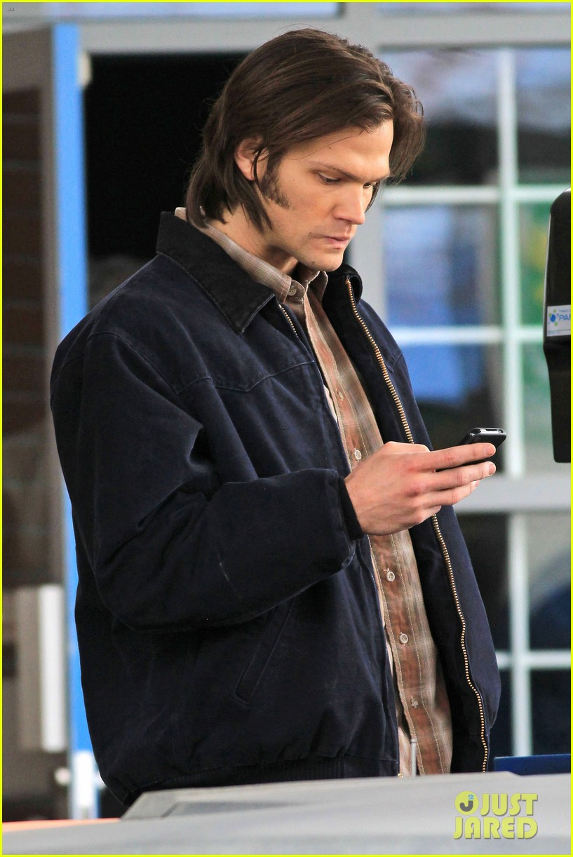 jensen ackles jared padalecki gas station scene supernatural 032643084