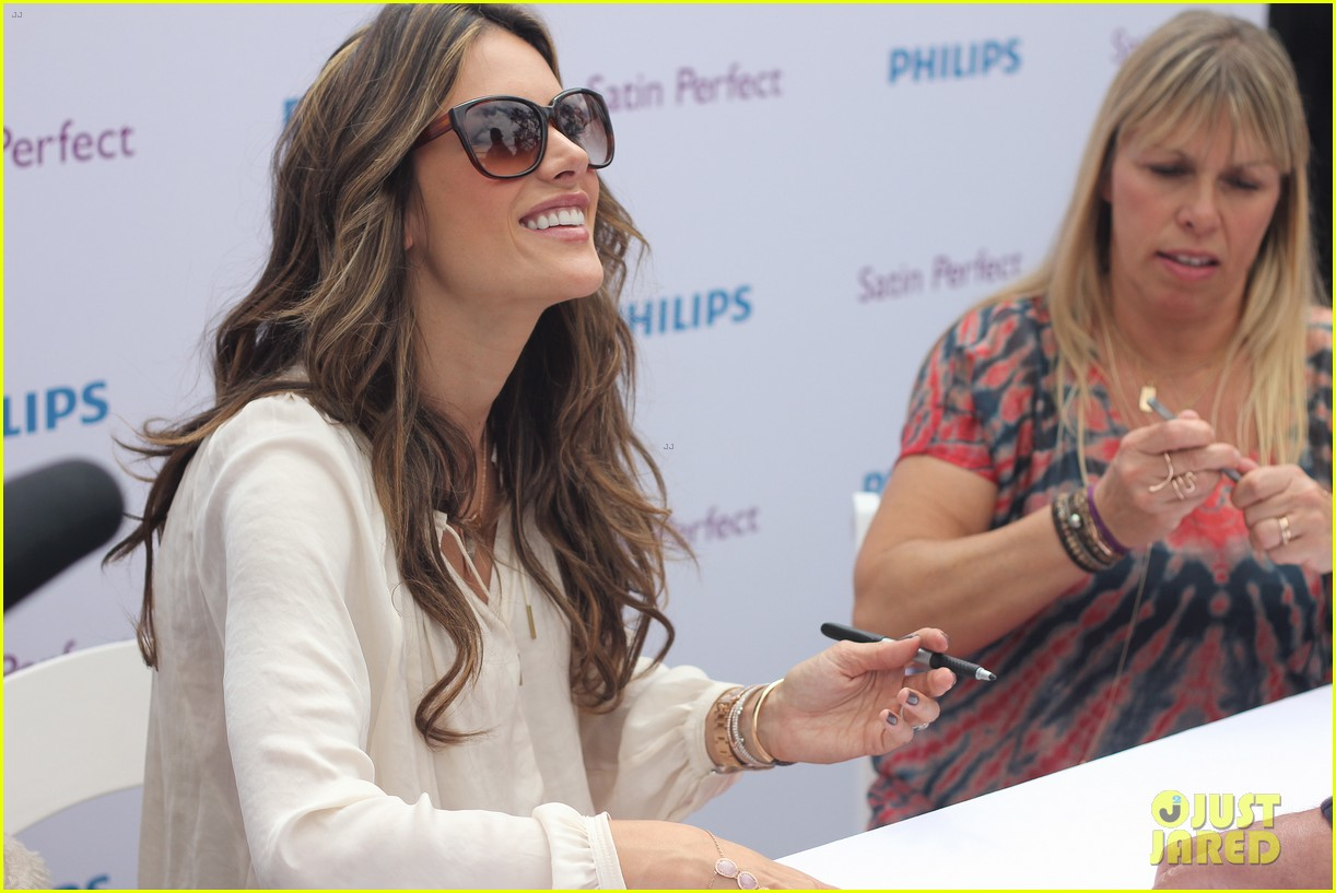 alessandra ambrosio phillips satin fashion event 02