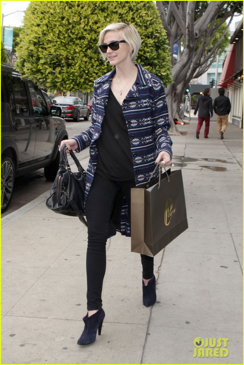 ashlee simpson shopping 01