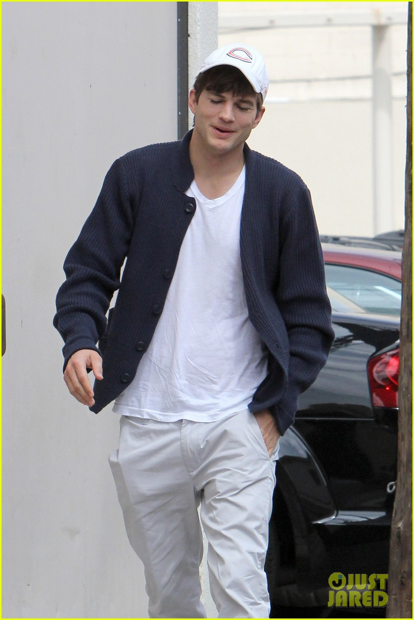 ashton kutcher chicago bears kabbalah 082642514