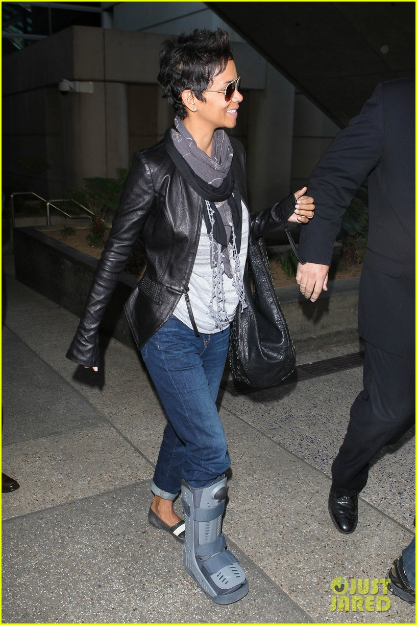 halle berry ring lax 092636887