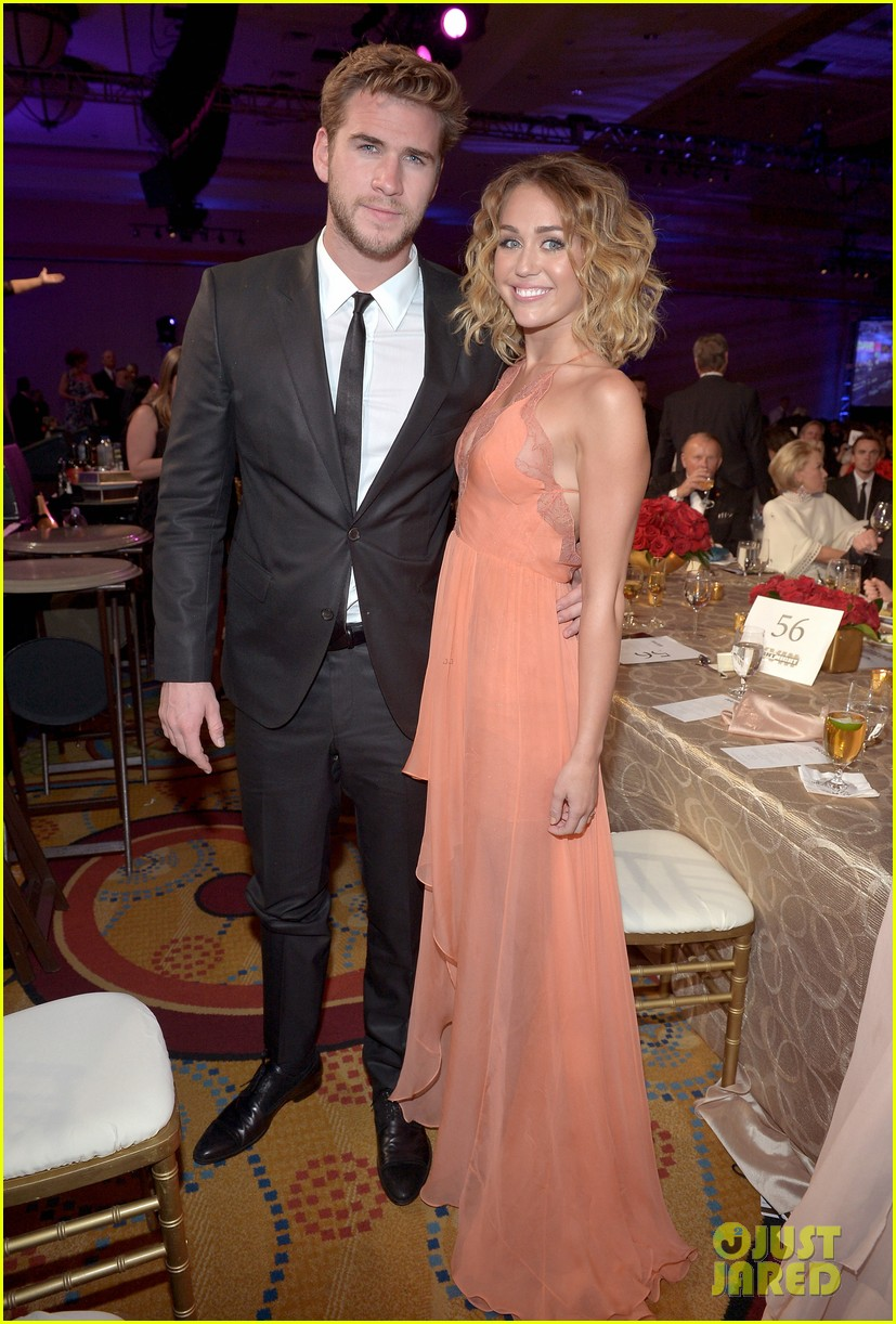 miley cyrus liam hemsworth celebrity fight night 03