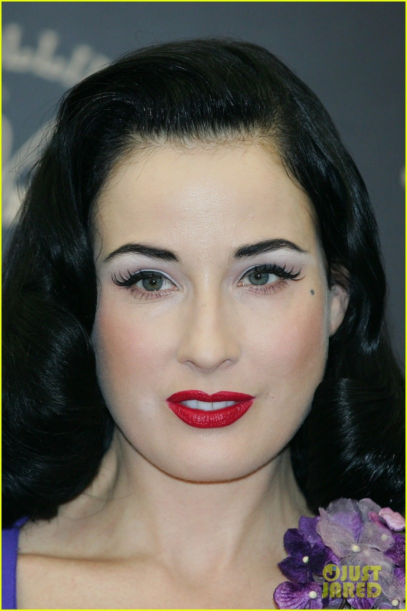 dita von teese von follies photo call 032637241
