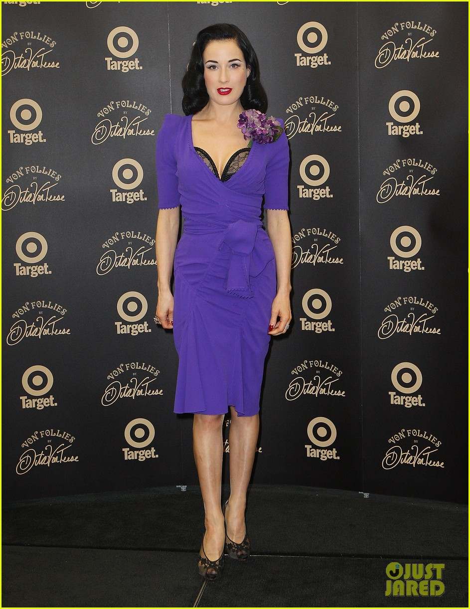 dita von teese von follies photo call 06