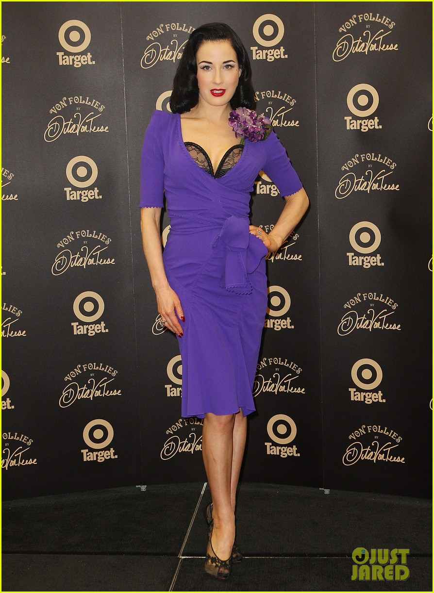 dita von teese von follies photo call 072637245